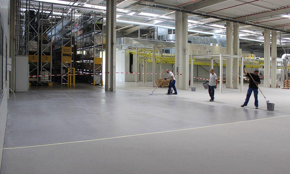 PMMA-Beschichtung einer Produktionshalle