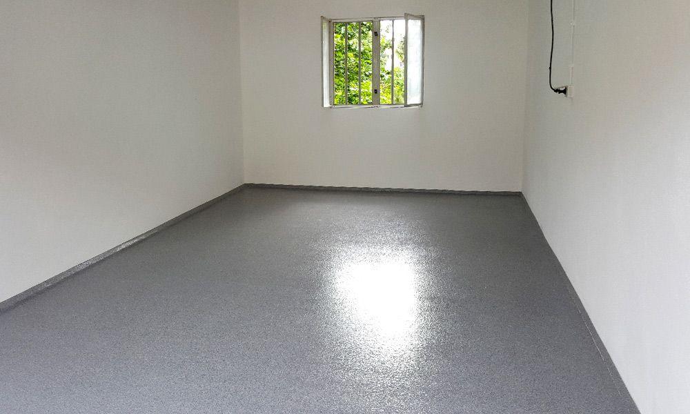 Garage mit neuer Bodenbeschichtung
