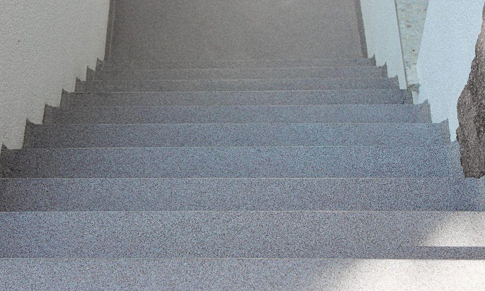 Treppe mit neuer Bodenbeschichtung